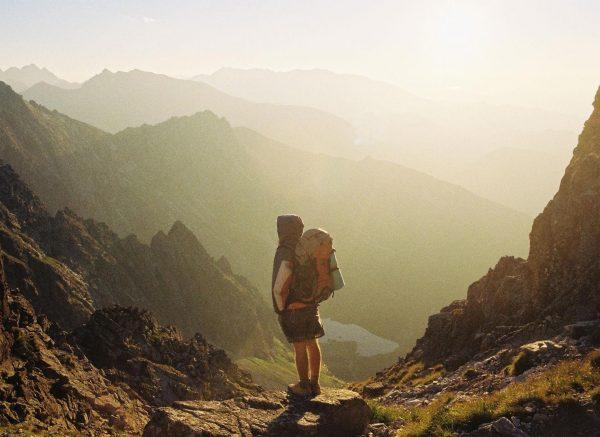 Hạnh phúc được vun đắp trong những chuyến đi, bất kể người bạn đồng hành của bạn là ai.
